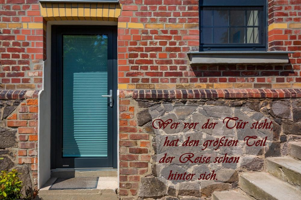 Tür Glastür Backsteinhaus